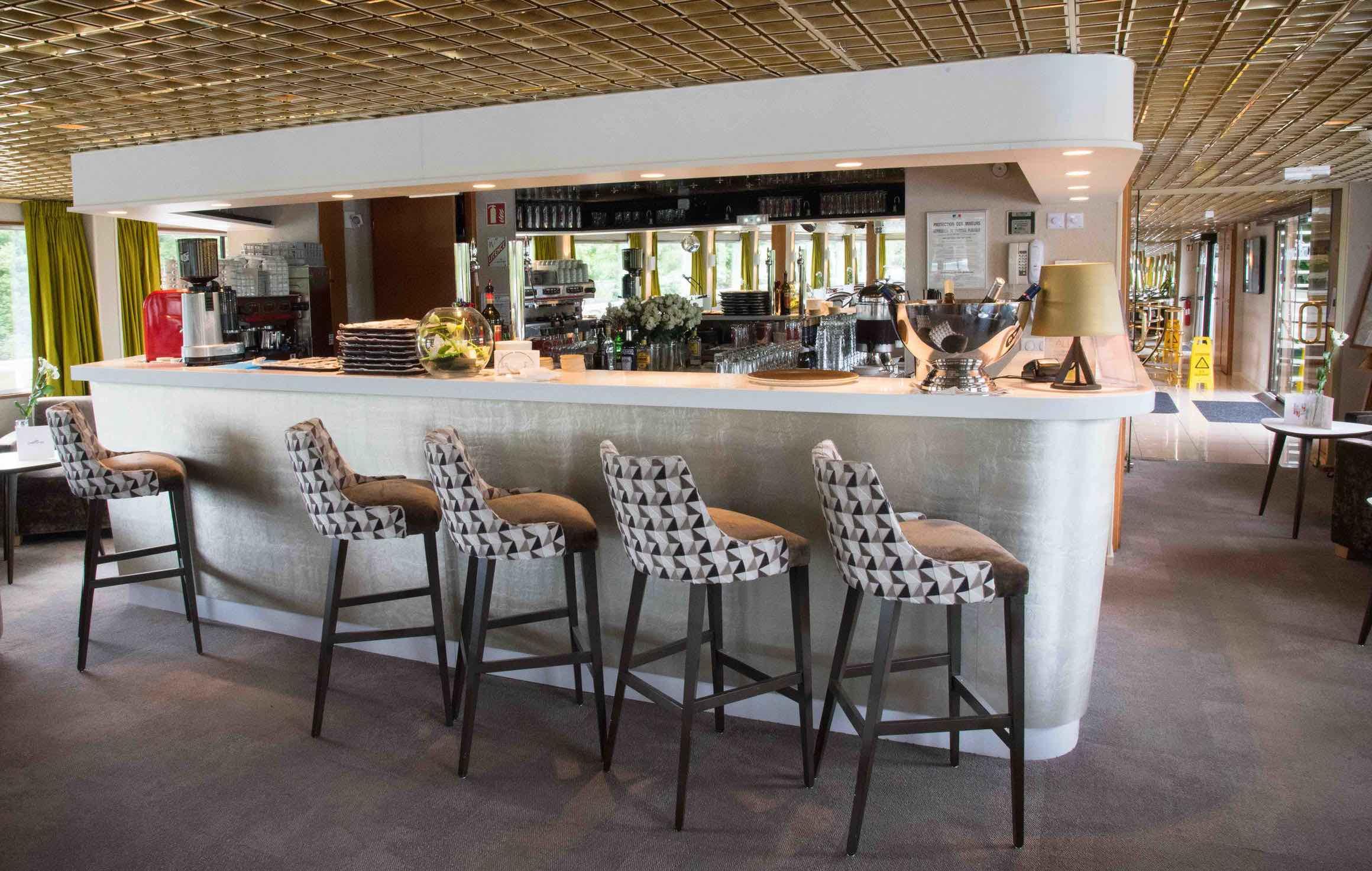 MS France Salon mit Bar