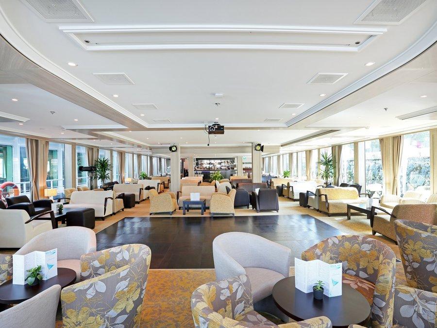 MS Ariana Panorama Lounge