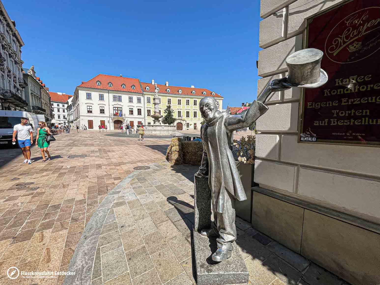 Die schönen Statuen in Bratislava
