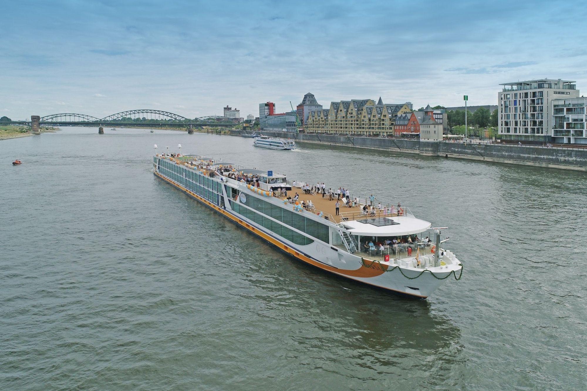 """1AVista Reisen: Neue Kataloge """"Länder & Kulturen 2022"""" und """"Flussreisen 2022 - 2. Auflage"""""""