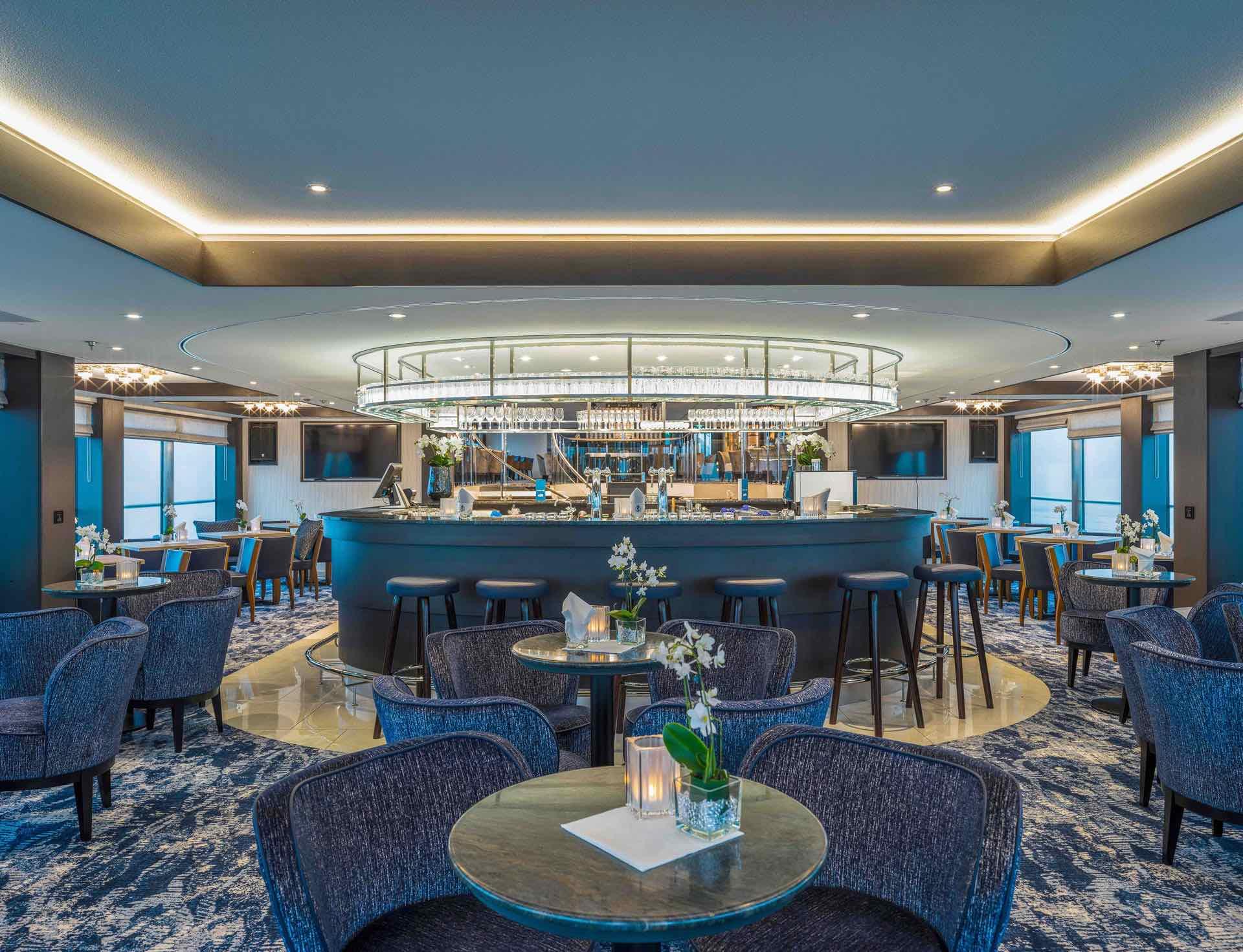 nickoVISION Panorama Lounge mit Bar