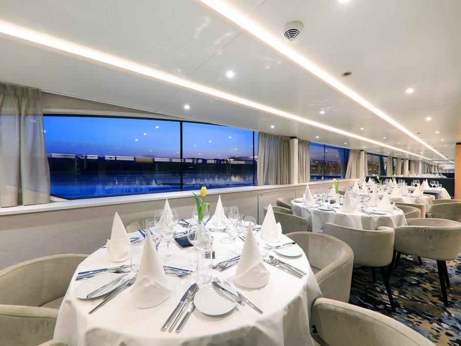 MS Adora Vier Jahreszeiten Restaurant