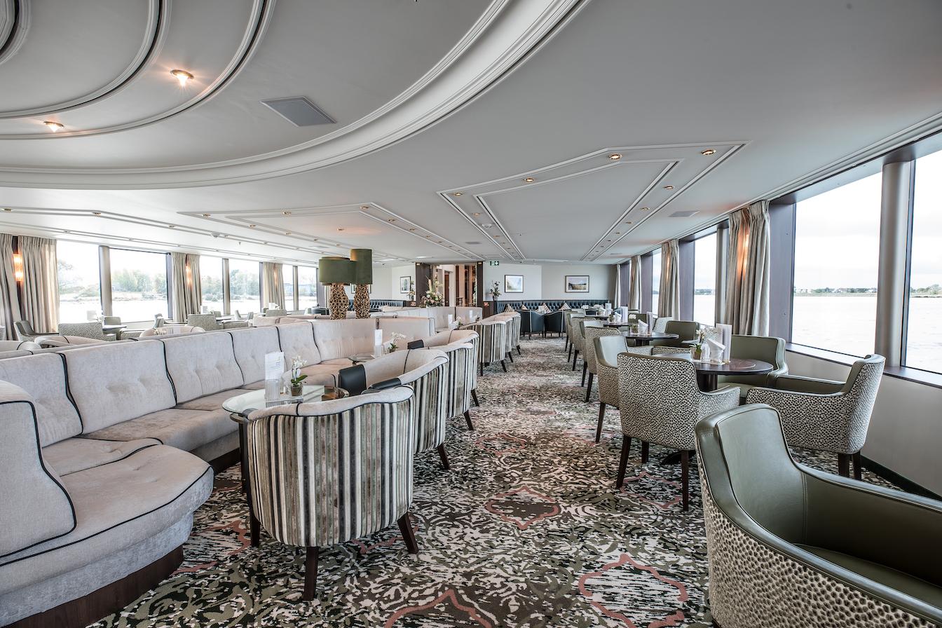MS William Wordsworth Panorama Lounge mit Bar
