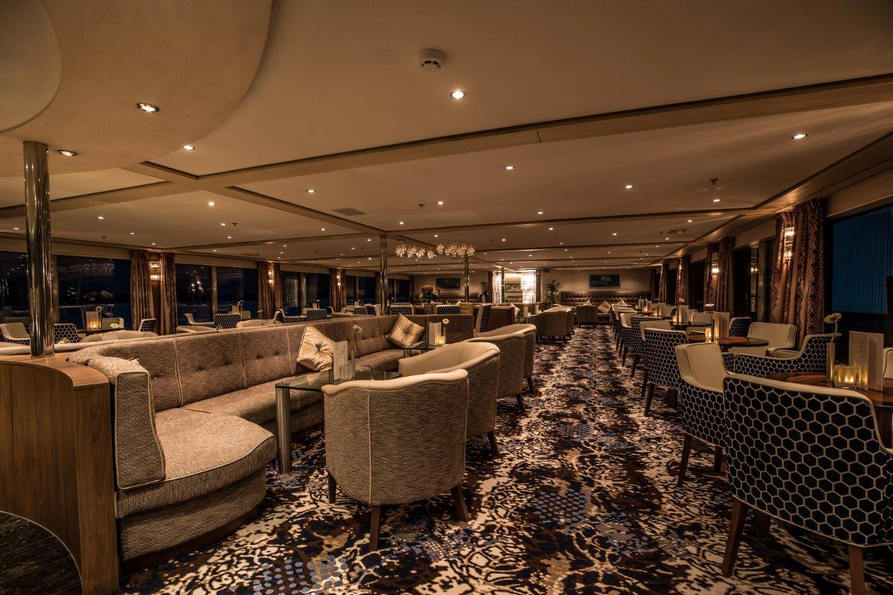 MS Amelia Panorama Lounge mit Bar