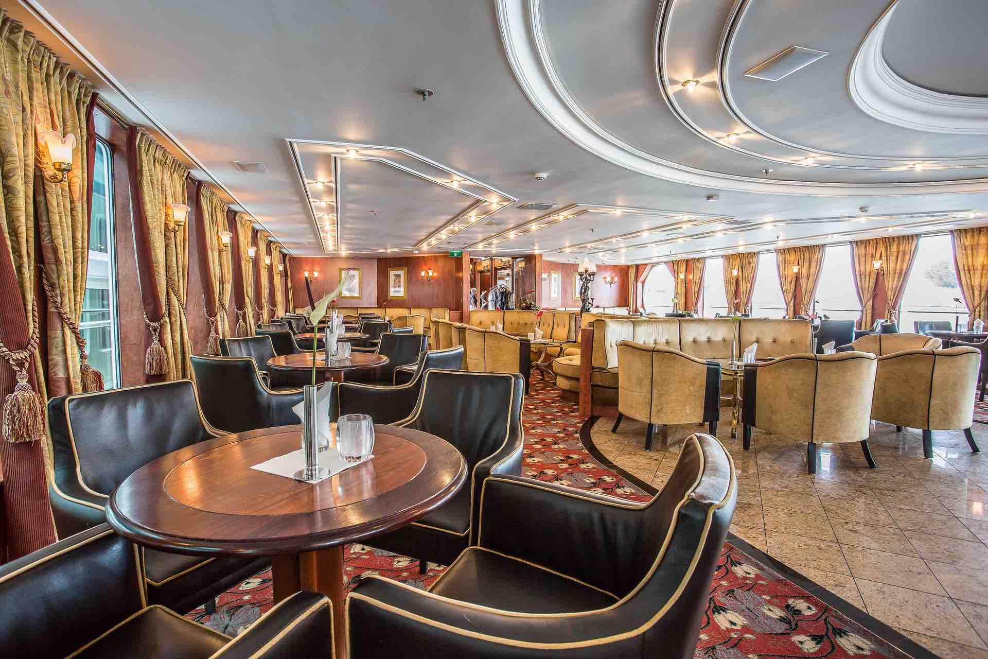 MS VIVA VOYAGE Panorama Lounge mit Bar