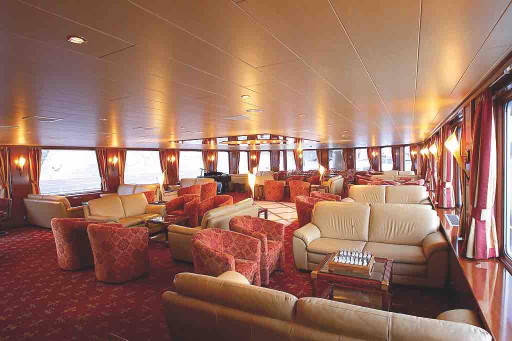 MS Bellissima Panorama Lounge mit Bar