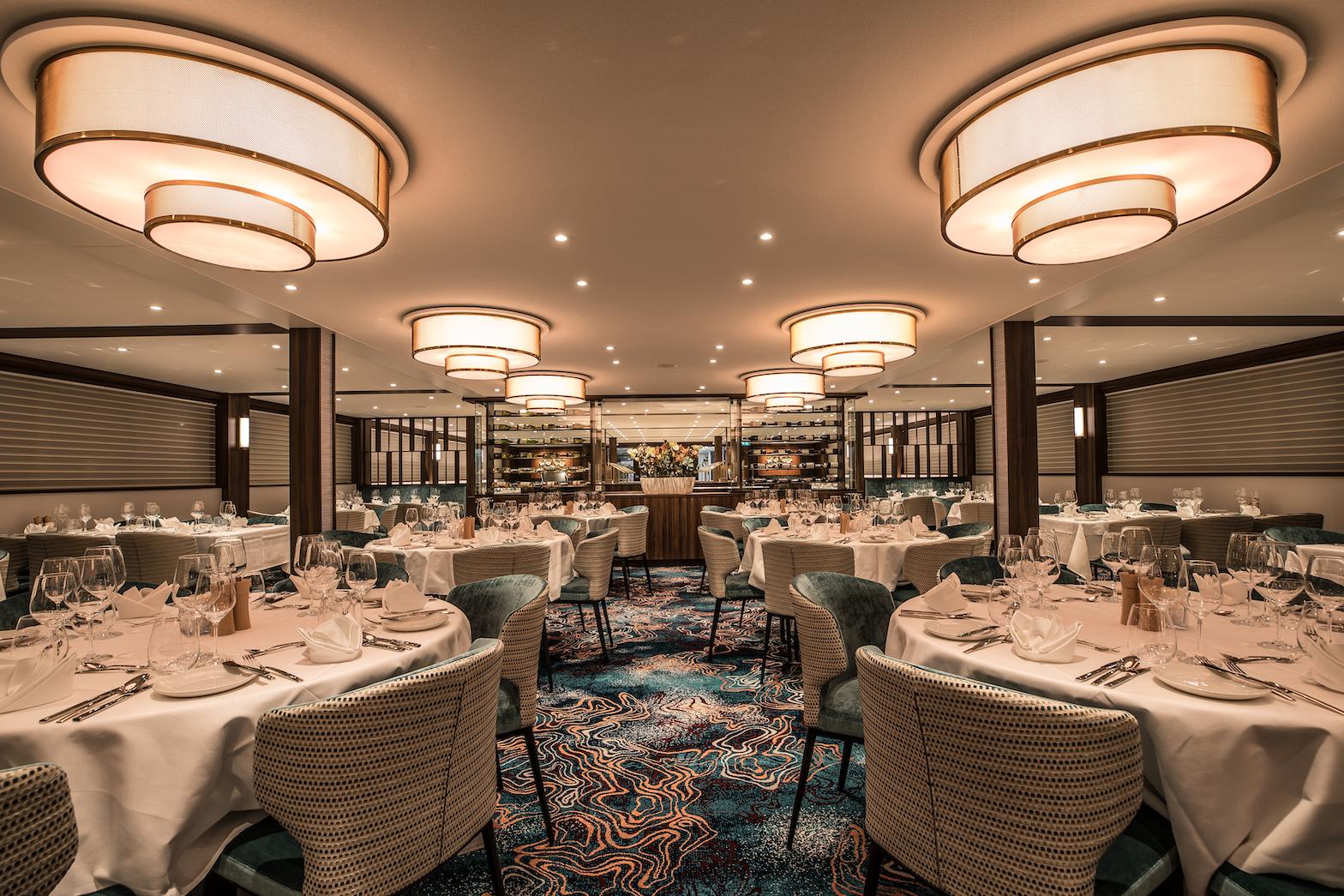 MS Annabelle Panorama Restaurant Vier Jahreszeiten