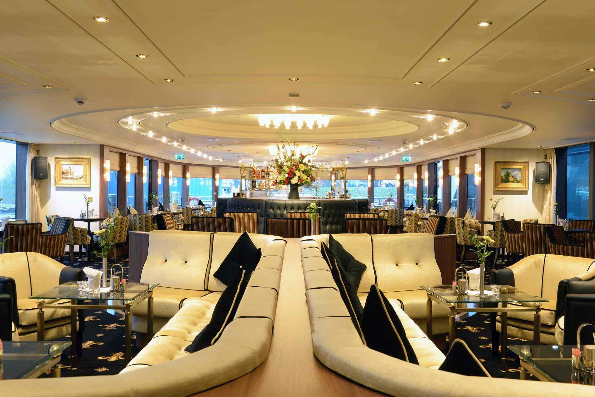 MS Jane Austen Panorama Lounge mit Bar