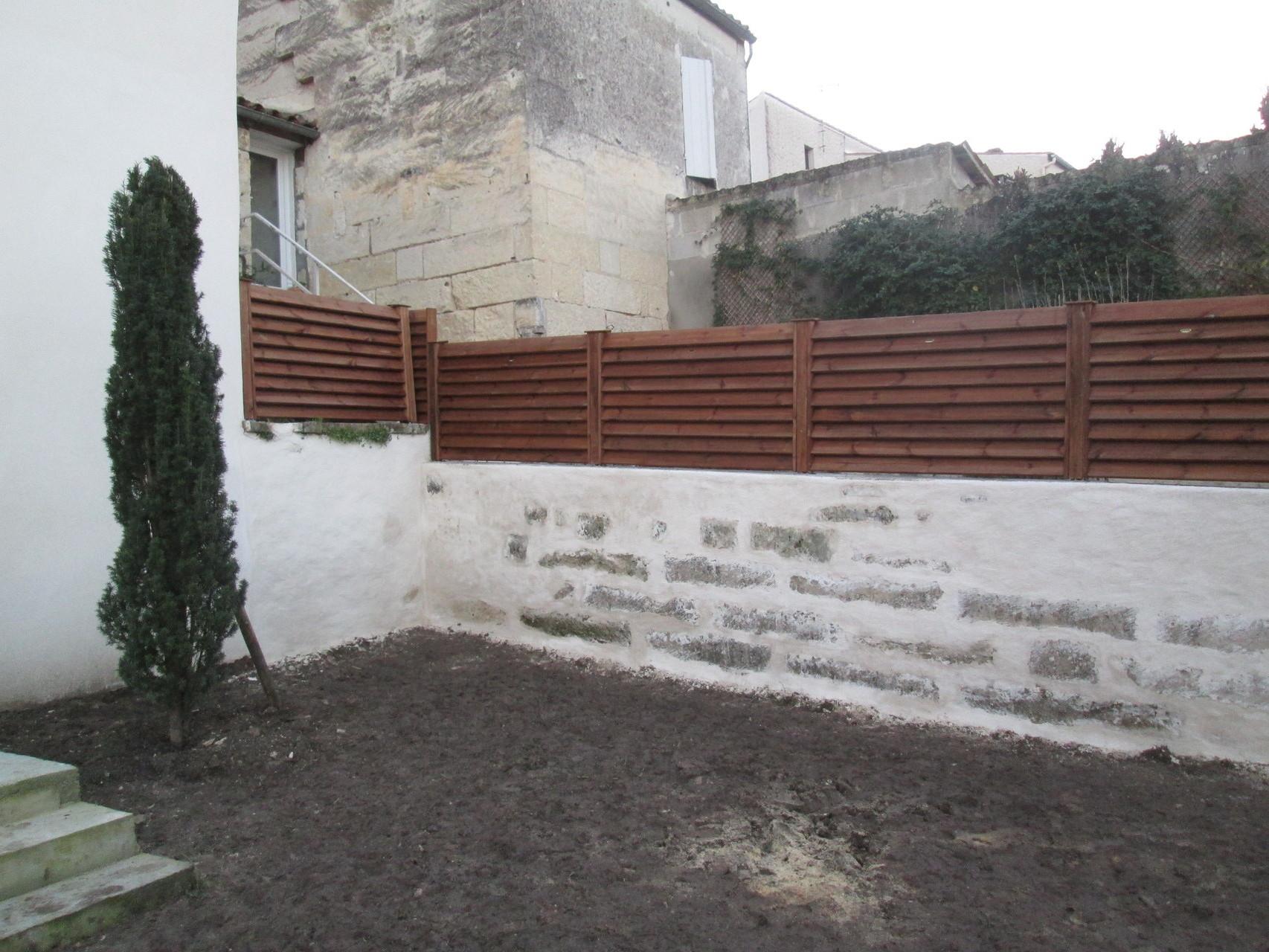 clôture en pin posée sur muret enduit saintes 17