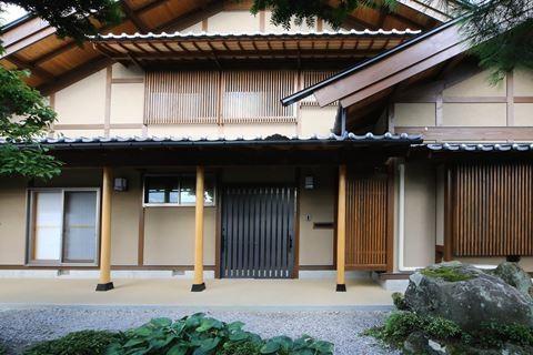 長野県安曇野市 住宅(本棟造) 玄関・犬走り