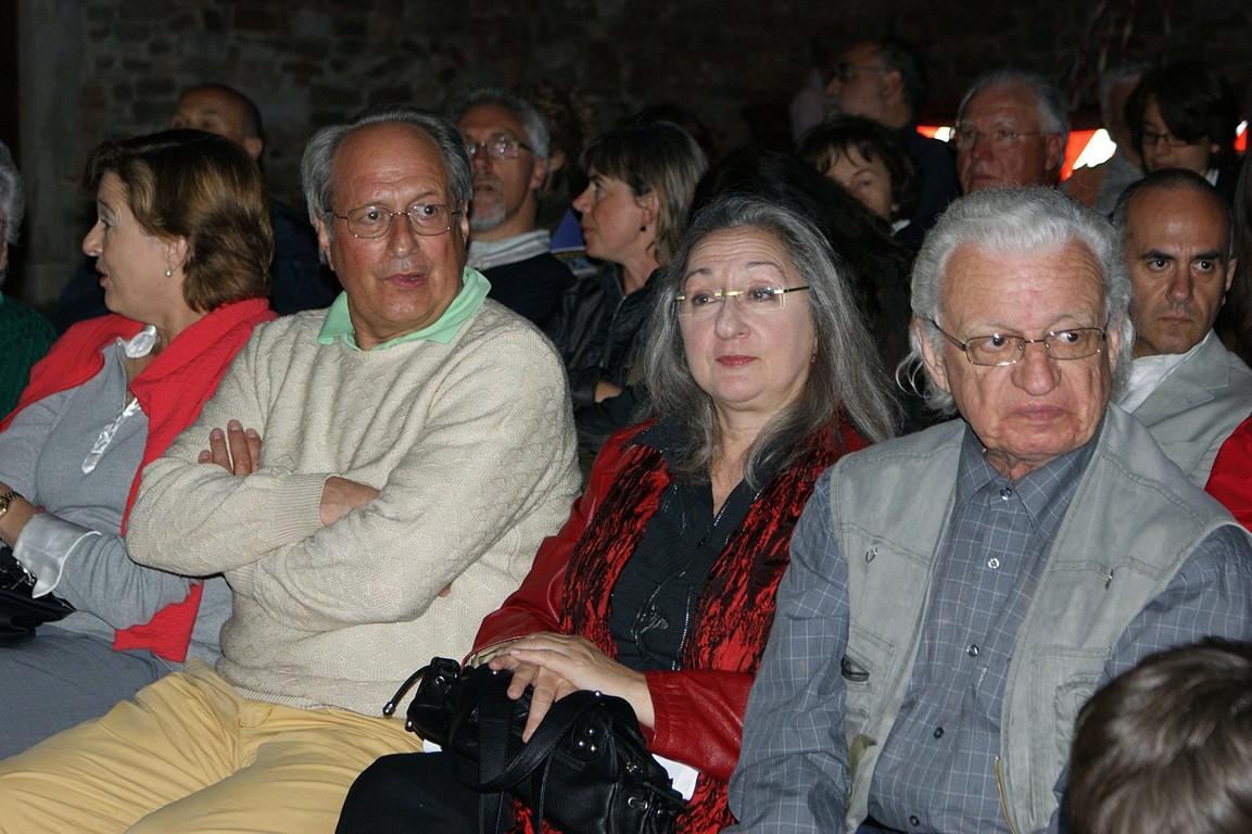 Piazza Vescovado: immerSidiverSi, reading di C.W. Aigner e dei poeti della Comunità; in prima fila, da sinistra, A. Cassuti, M. Moretti, N. Kraljic
