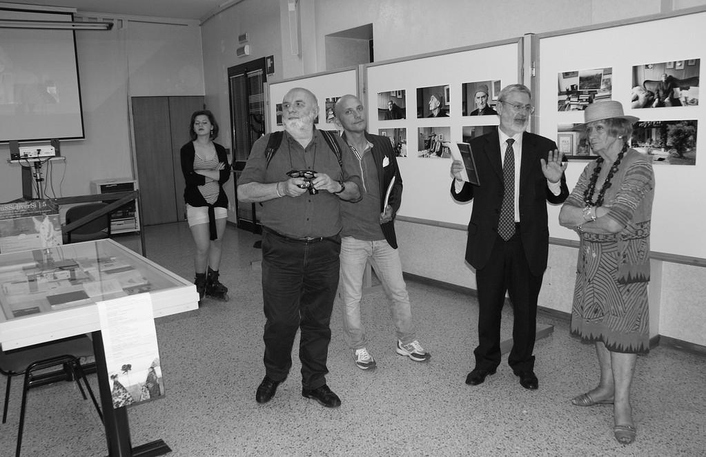 """Inaugurazione della Mostra """"Lontan massa son 'ndat pur stando qua"""": Graziano Arici, Angelo Tabaro, Marisa Michieli Zanzotto - 01/06/2012"""