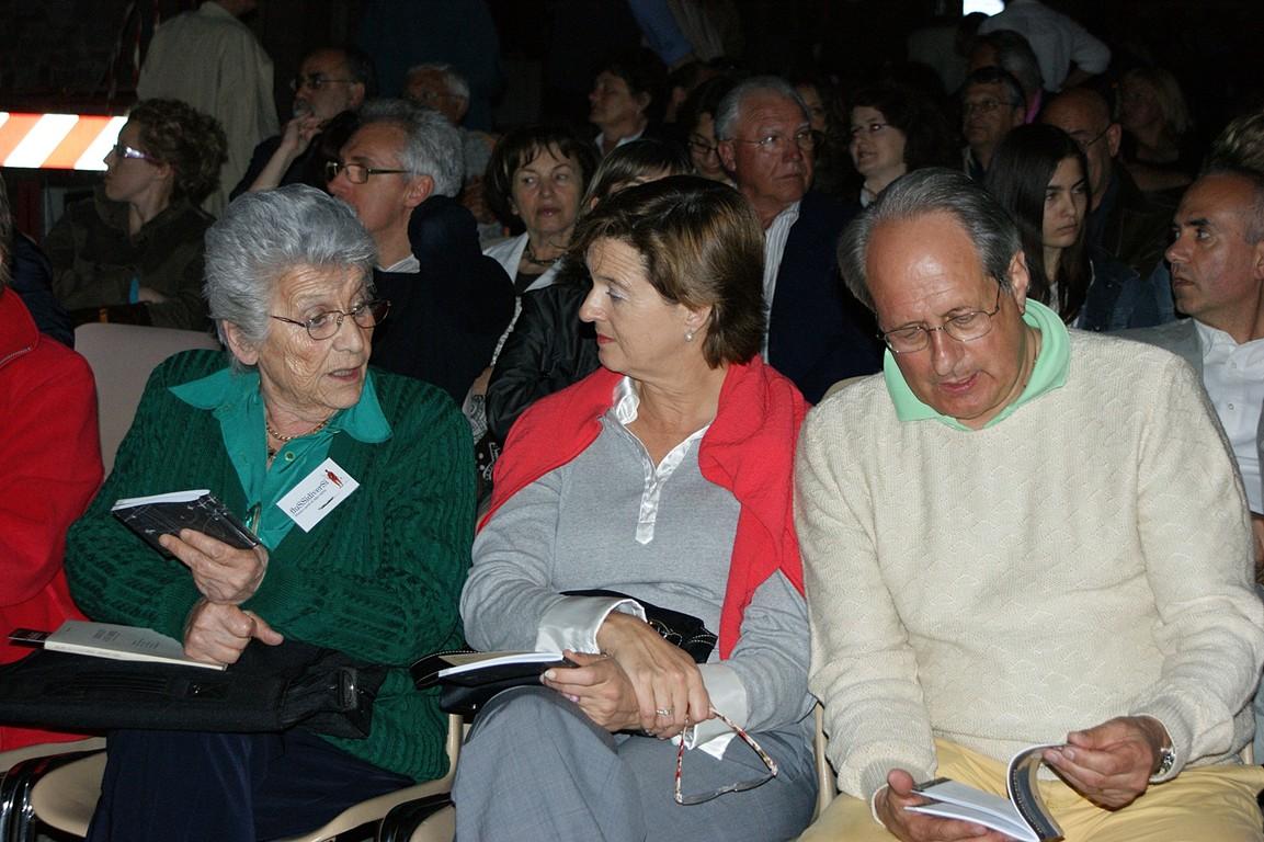 Piazza Vescovado: immerSidiverSi, reading di C.W. Aigner e dei poeti della Comunità; da sinistra, G. Zanon e A. Cassuti