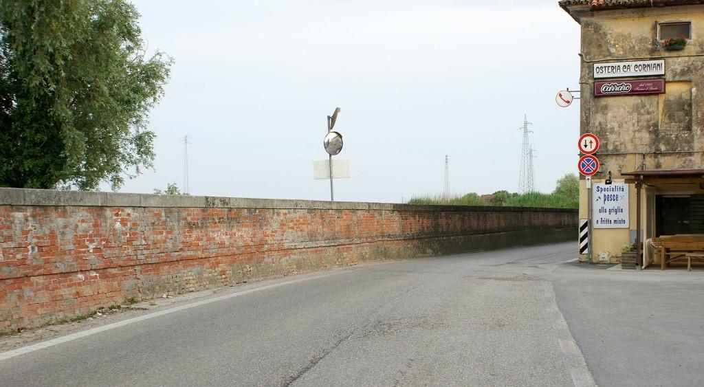 L'argine del fiume Livenza e l'osteria a Ca' Corniani