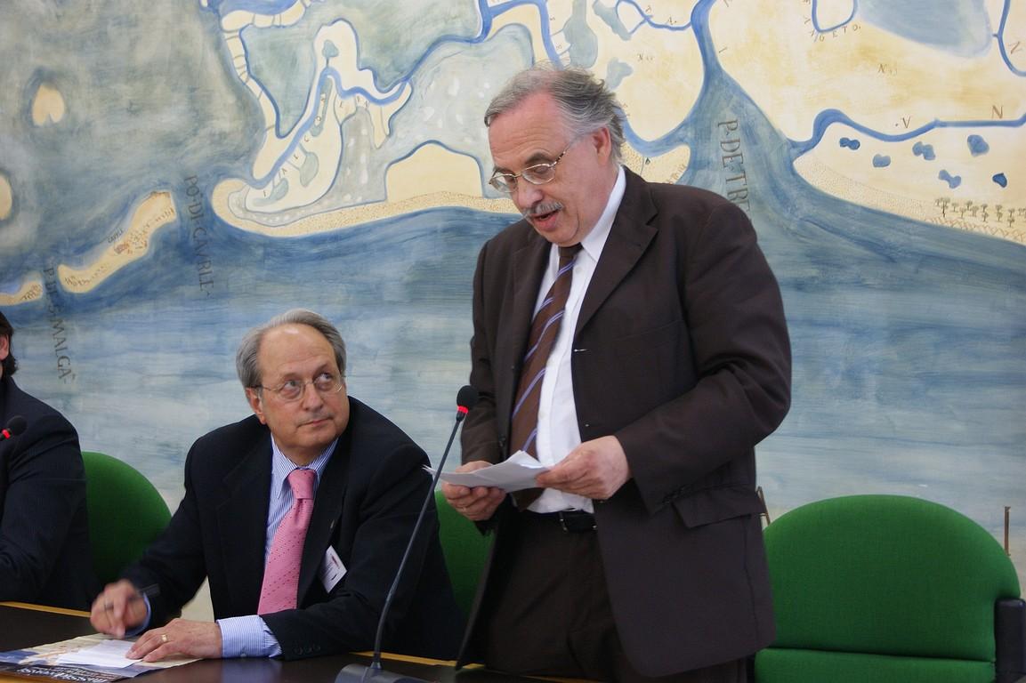 Da sinistra, Antonio Cassuti, Presidente Gruppo Relazioni Culturali della Comunità di Lavoro Alpe-Adria, e Hellwig Valentin, Segretario Generale della Comunità di Lavoro Alpe-Adria