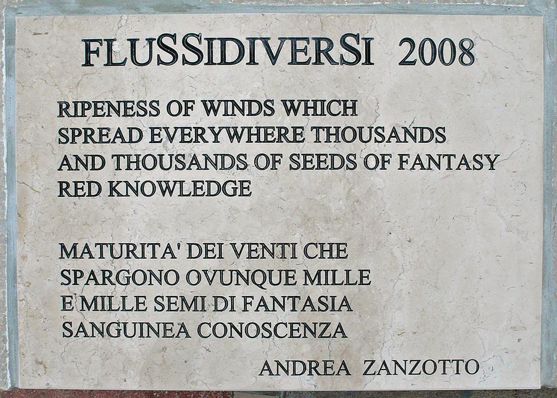 ScoglidiverSi, i versi di Andrea Zanzotto incisi sul Lungomare Petronia