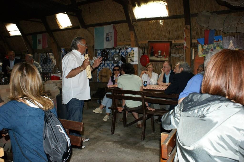 Il Comandante Mario Rossetti illustra le caratteristiche dei casoni