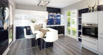 Die Küchenmontage dieser Designerküche in Blau wird uns und Ihnen eine Freude sein