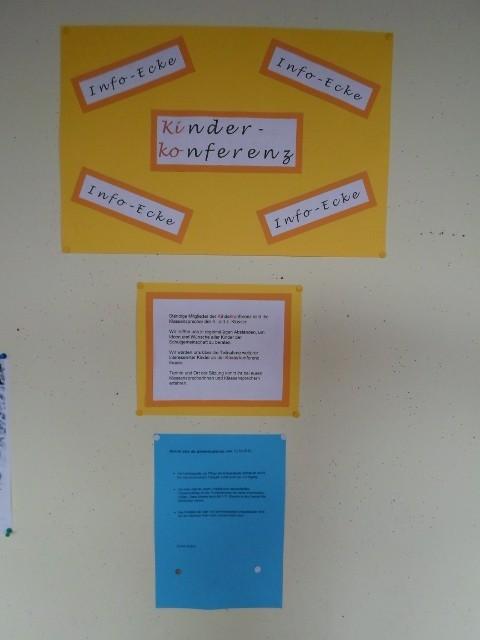 Die Info-Ecke der Kinderkonferenz im Eingangsbereich der Schule