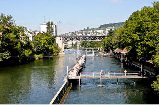 outdoor swimming pool next to the Limmat