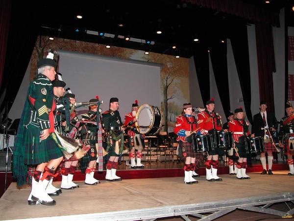 Somme battlefield pipe band concert de Mémoire à Doullens