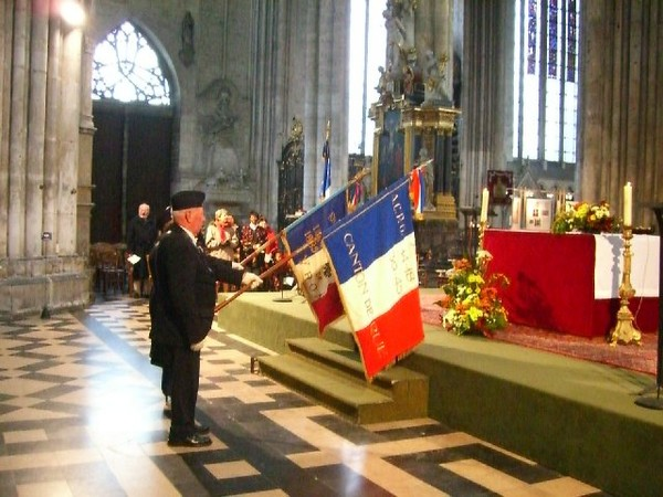 Cérémonie inter-religieuse , porte drapeau.