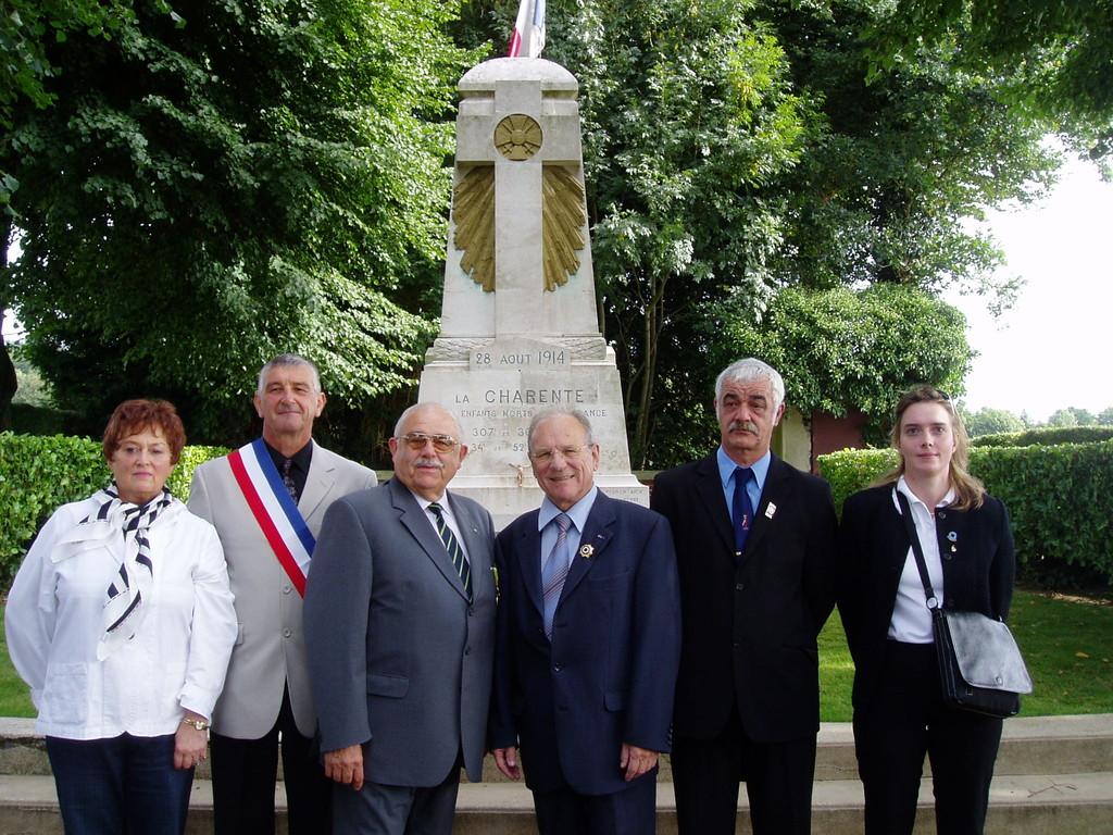 Moislains,commémorations au cimetière Charentais