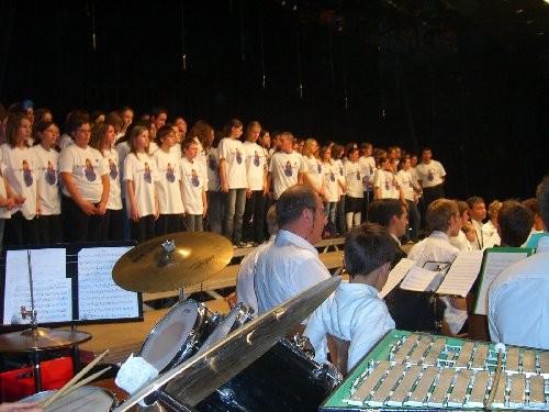 Un choeur d'enfants en leur mémoire  1916 - 2006  Péronne Hymnes nationaux