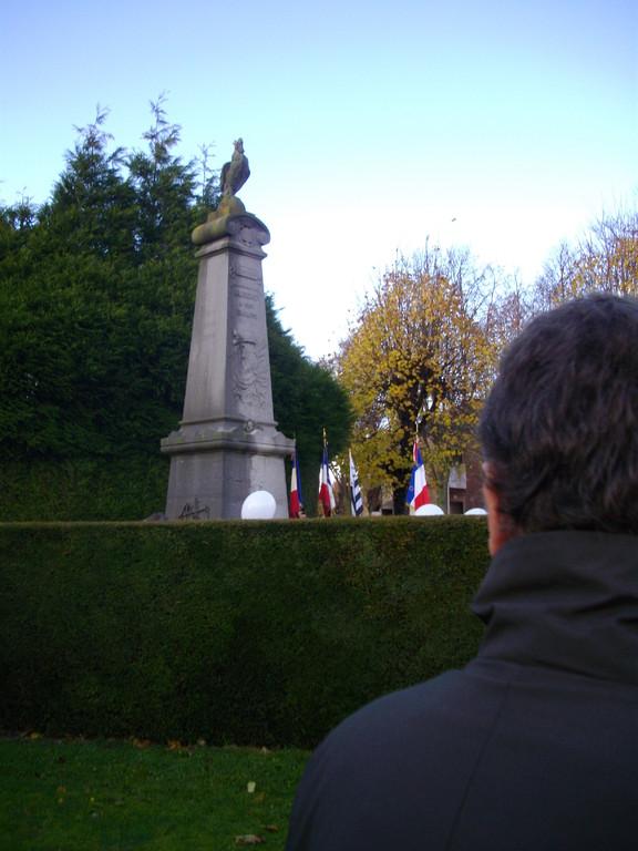 Albert e 11/11 , à l'ancien monument aux morts