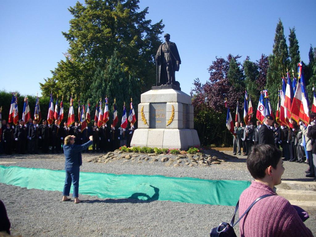 Bouchavesne Bergen Monument FOCH