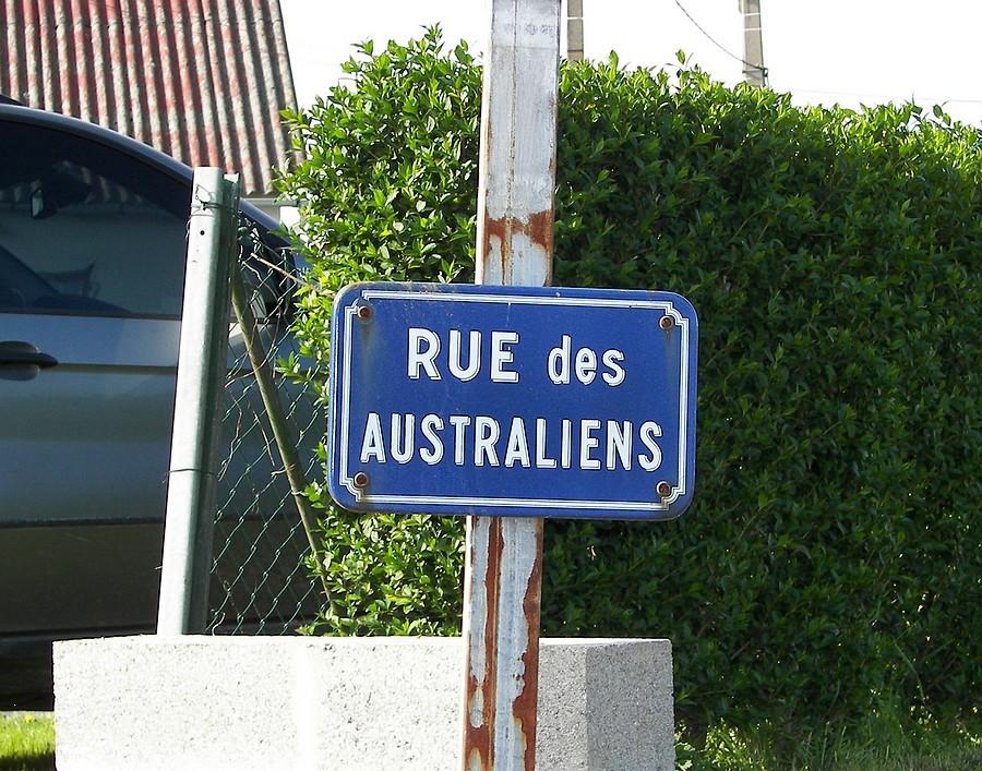 """La rue menant au """"Digger Mémorial"""""""