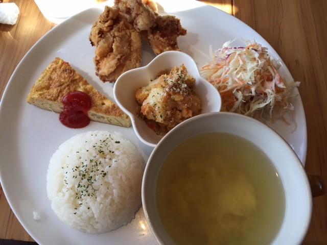 Hanauta cafe 日替わり食限定¥680-なり ボリューム満点です!