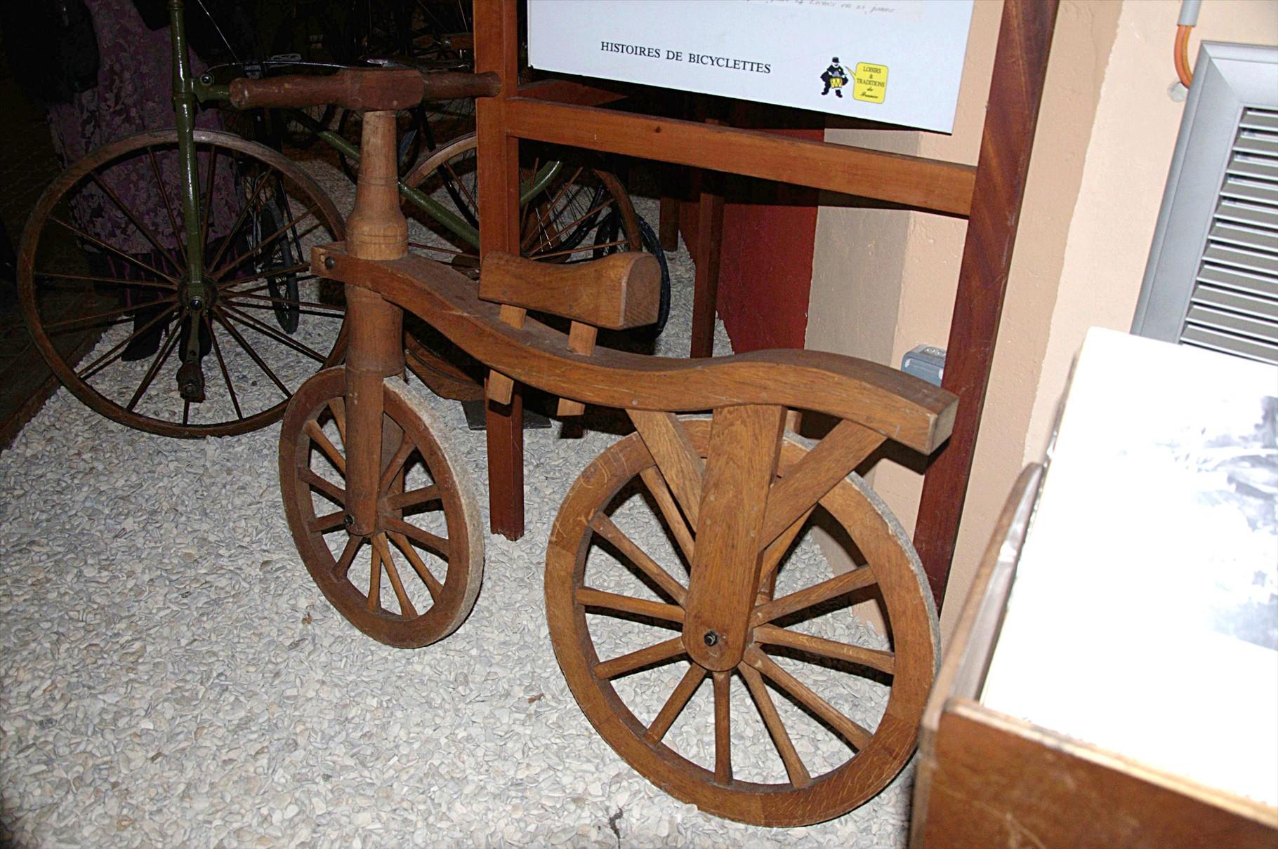 Vélo d'enfant en bois