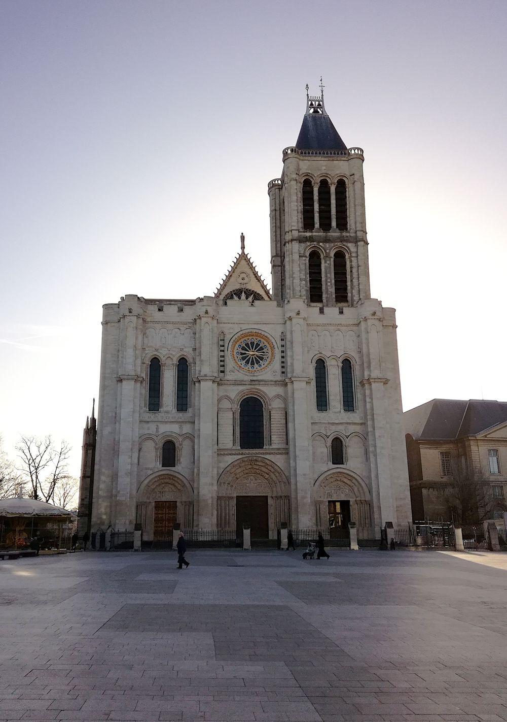 Basilique de Saint-Denis façade, 10h