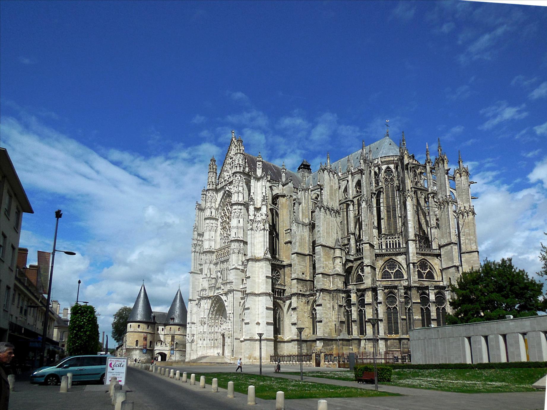 Cathédrale Saint-Pierre, XIIIe - XVIe siècles