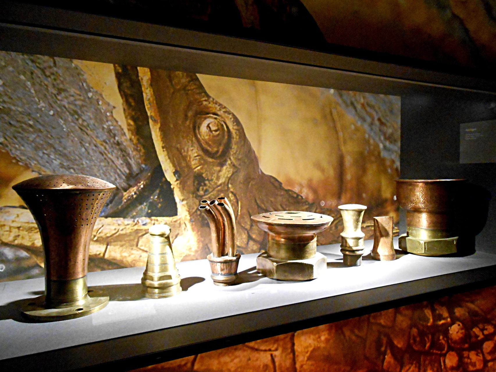 Ajutages pour donner leur forme aux jets d'eau des fontaines et des bassins, XVIIe - XVIIIe siècle, bronze
