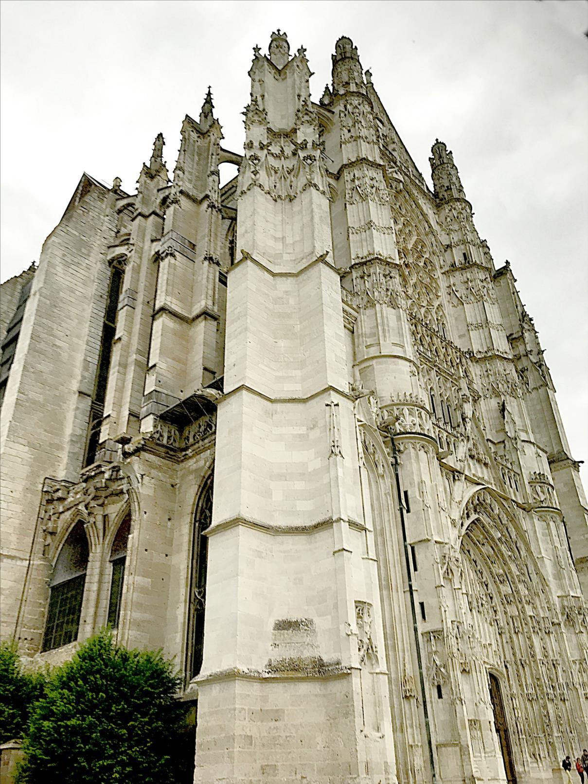 Cathédrale Saint-Pierre, Tour du porche