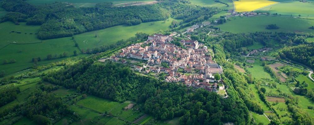 Flavigny-sur-Ozerain vu du ciel