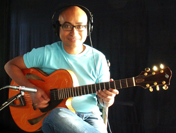 "Maurice Rugebregt playing Heeres Guitars' 16"" Montreux Model Archtop"