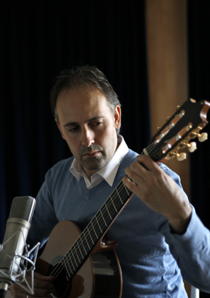 Fernando Riscado Cordas playing Heeres Guitars' Classical Model