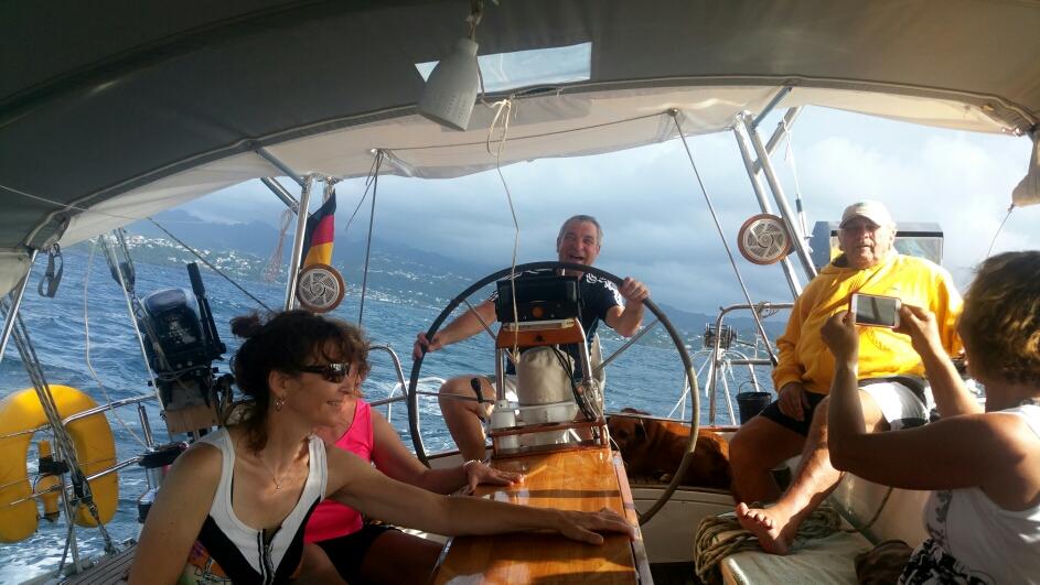 Mitsegeln und besonders selbst segeln, kann viel Spaß machen