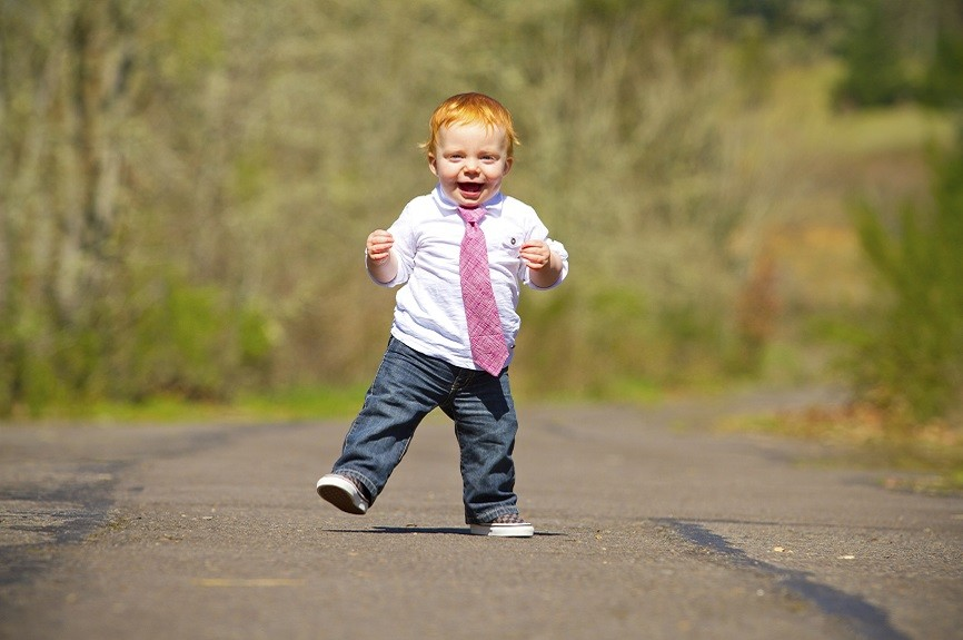 THE TODDLER-LEARN TO WALK