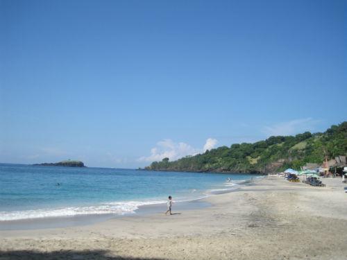 Détente sur une plage de sable blanc
