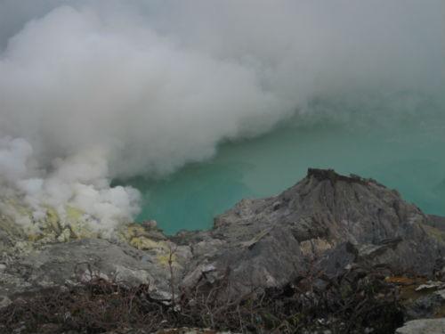 Visiter le cratère impressionnant de Kawah Ijen