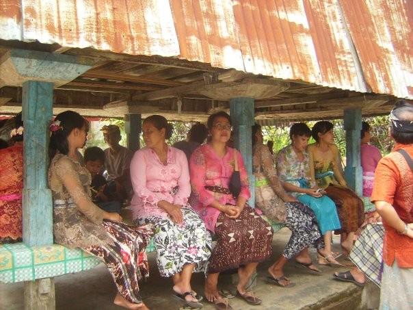 Chez nous, la grande famille de la future femme s'est assi au dessous du grenier a riz