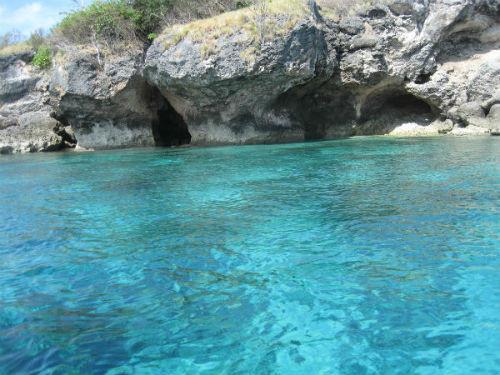 Plonger dans l'eau cristalline
