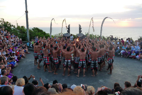Ecouter le  Kecak (danse du feu) au temple d'Uluwatu
