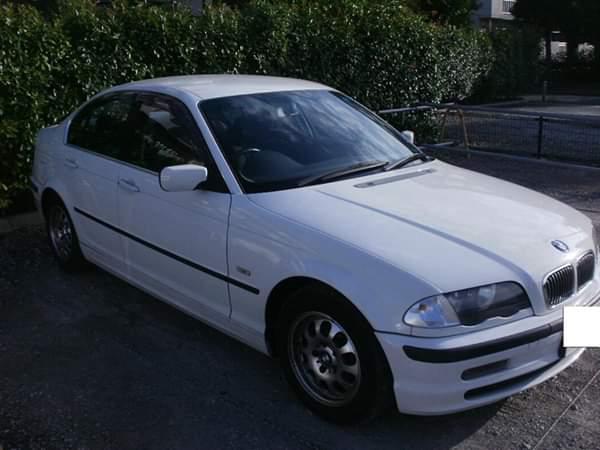 BMW 320i アルピン ホワイトの美車♪