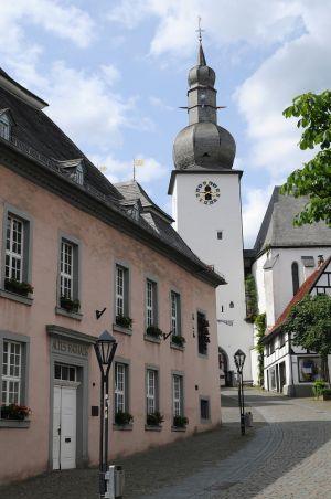 Glockenturm-und-altes-Rathaus-Arnsberg