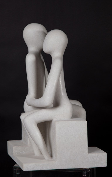 Young couple on bench (60cm)